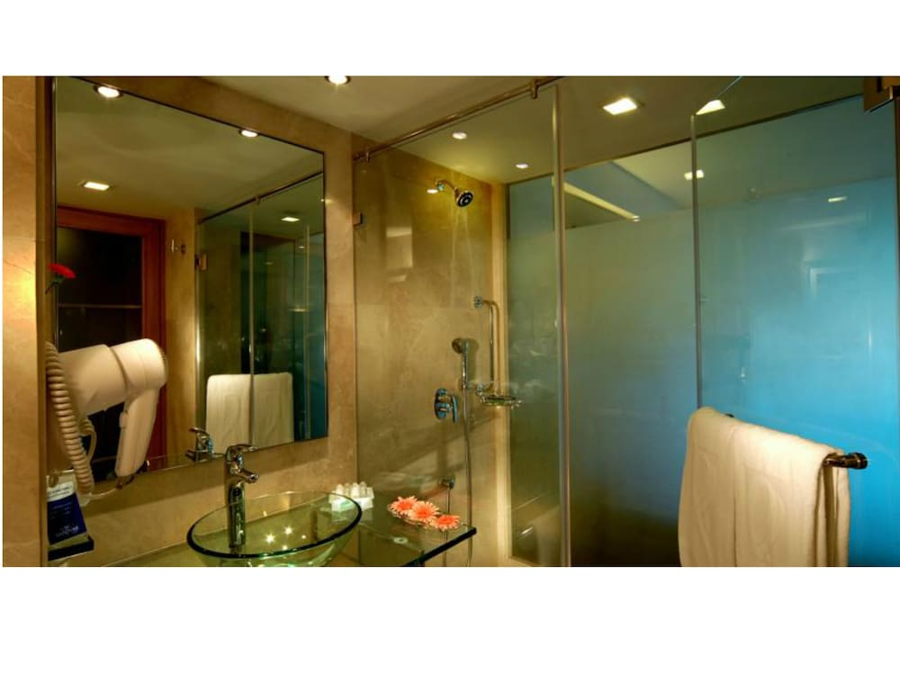 Bathroom, Radisson Mumbai Goregaon