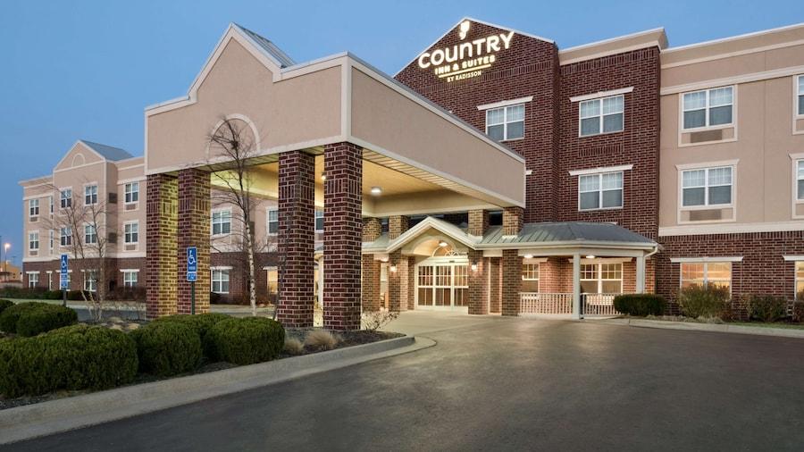 Country Inn & Suites by Radisson, Kansas City at Village West, KS