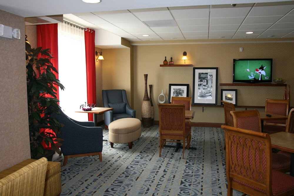 Lobby Sitting Area, Hampton Inn & Suites Pittsburg