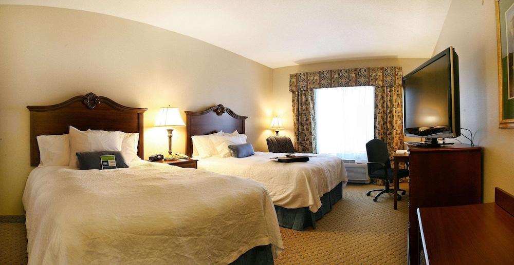 Room, Hampton Inn & Suites Pittsburg