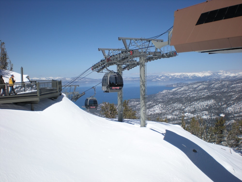 Ski Hill, Lake Tahoe Ambassador Lodge