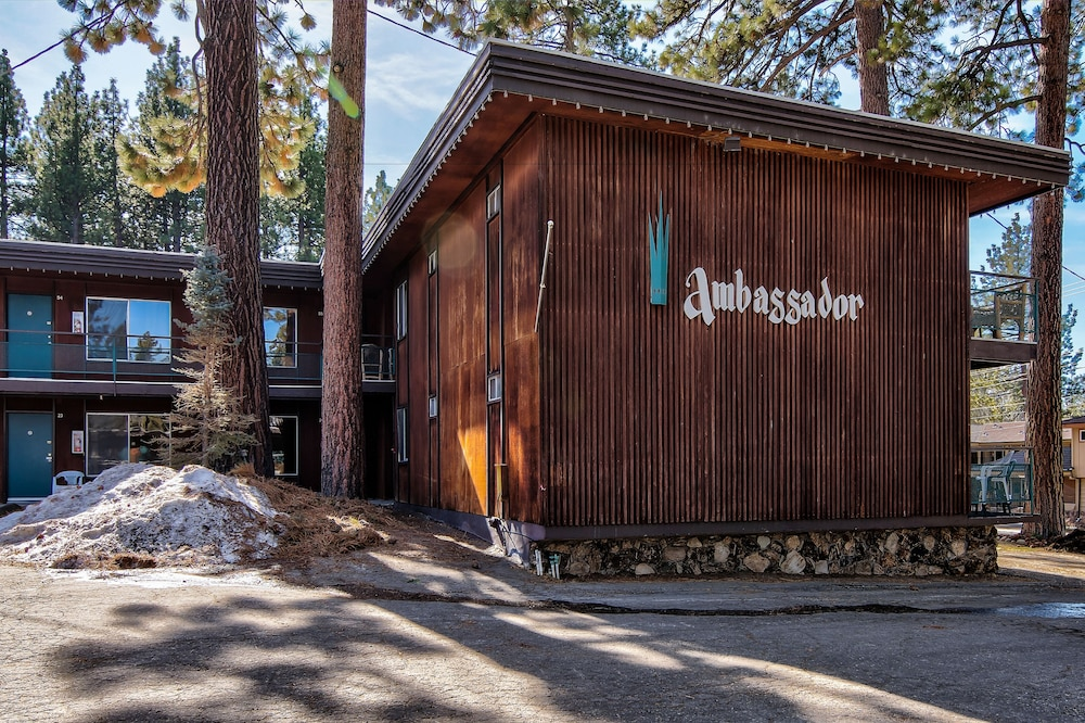 Property Grounds, Lake Tahoe Ambassador Lodge