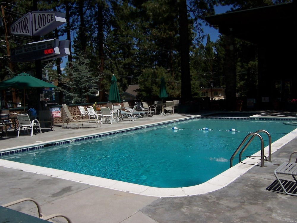 Outdoor Pool, Lake Tahoe Ambassador Lodge