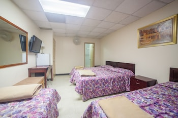 Deluxe Quadruple Room- Private Bathroom - Guestroom