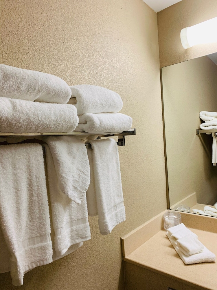 Bathroom, Country Inn & Suites by Radisson, Ithaca, NY