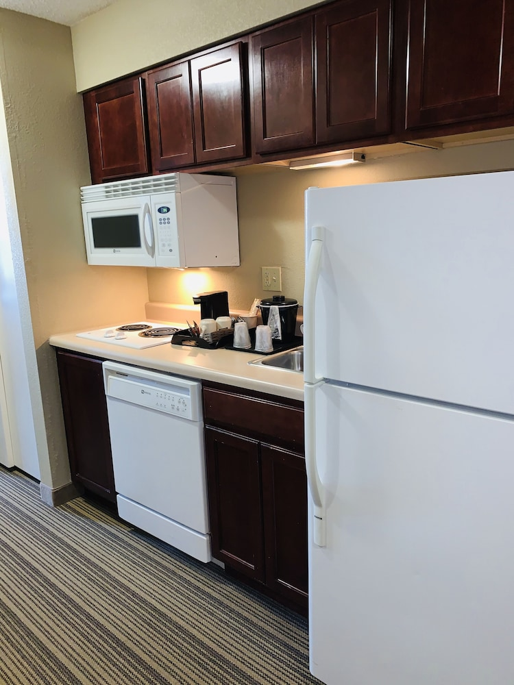 Private Kitchen, Country Inn & Suites by Radisson, Ithaca, NY