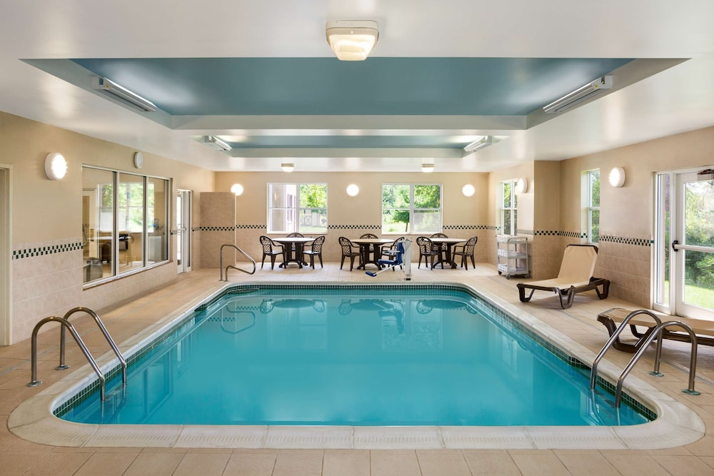 Indoor Pool, Country Inn & Suites by Radisson, Ithaca, NY