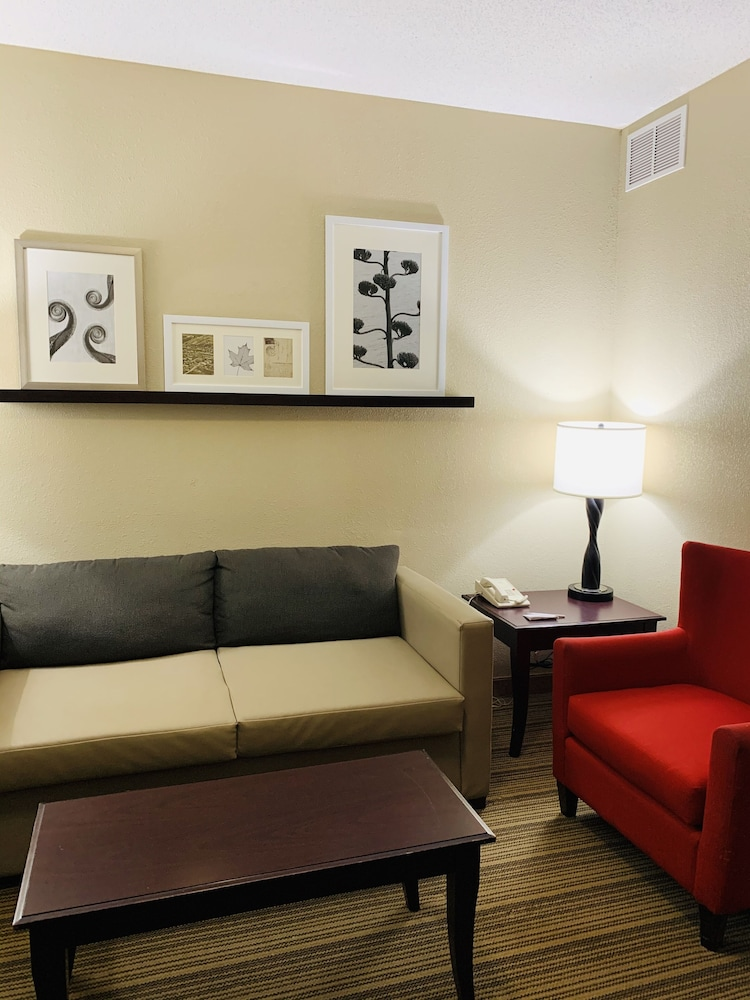 Living Area, Country Inn & Suites by Radisson, Ithaca, NY