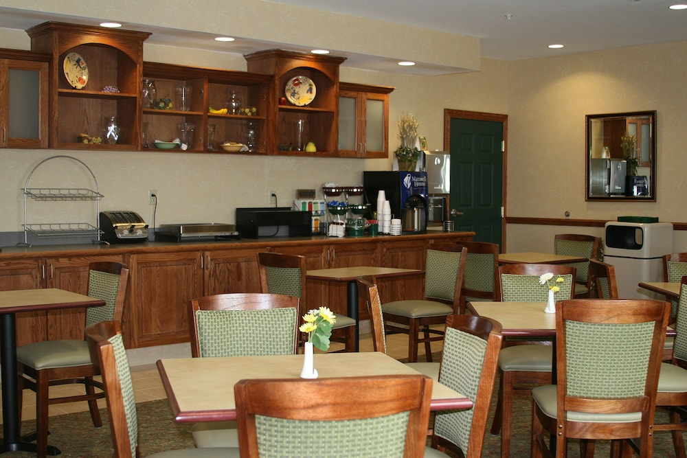 Breakfast Area, Country Inn & Suites by Radisson, Ithaca, NY