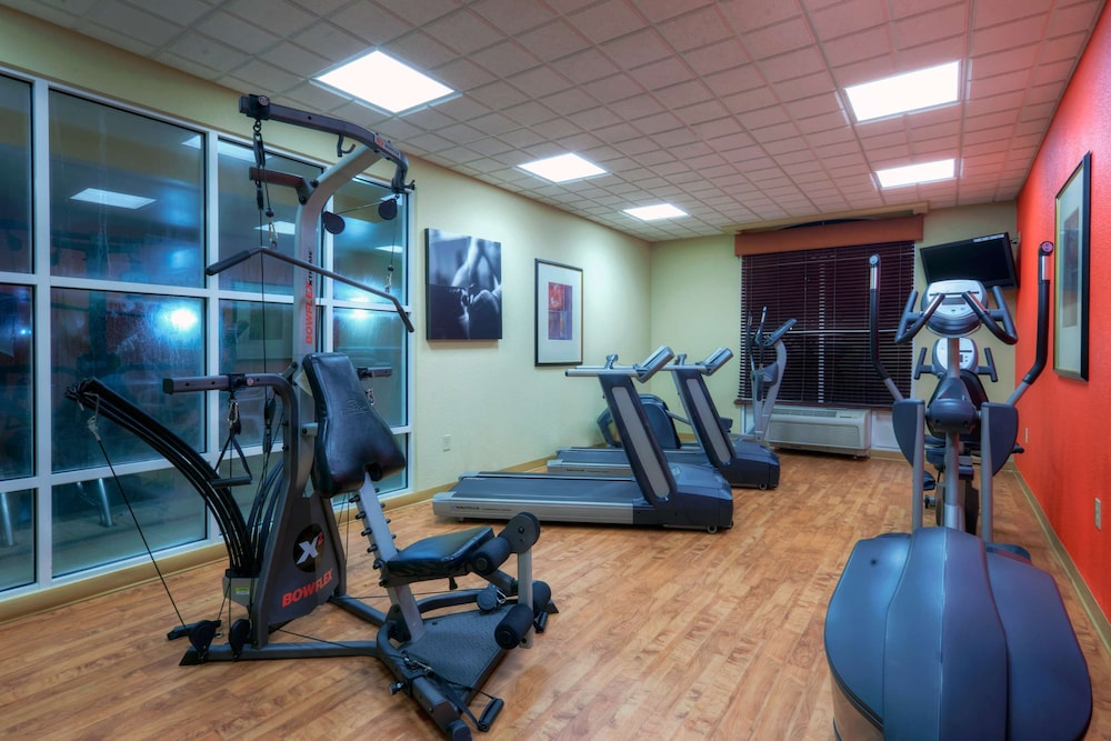 Fitness Facility, Country Inn & Suites by Radisson, Petersburg, VA