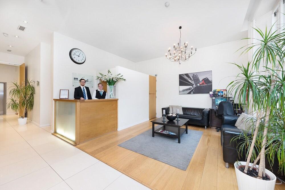 Hyde park executive apartments reviews photos rates for 1 inverness terrace hyde park london