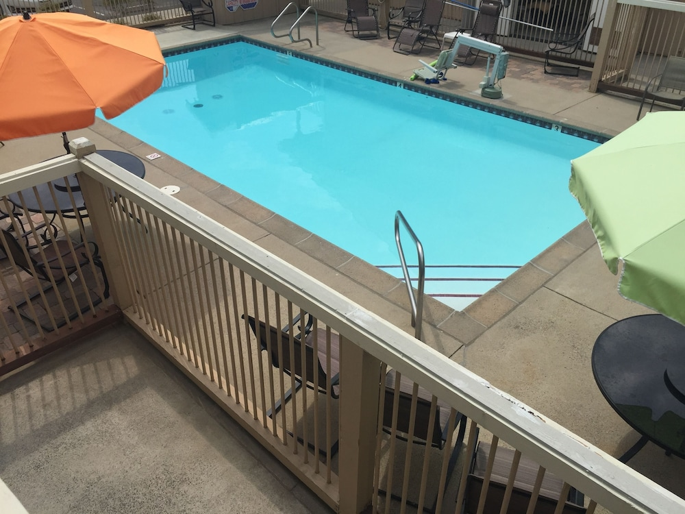 Outdoor Pool, Travelodge by Wyndham Angels Camp CA