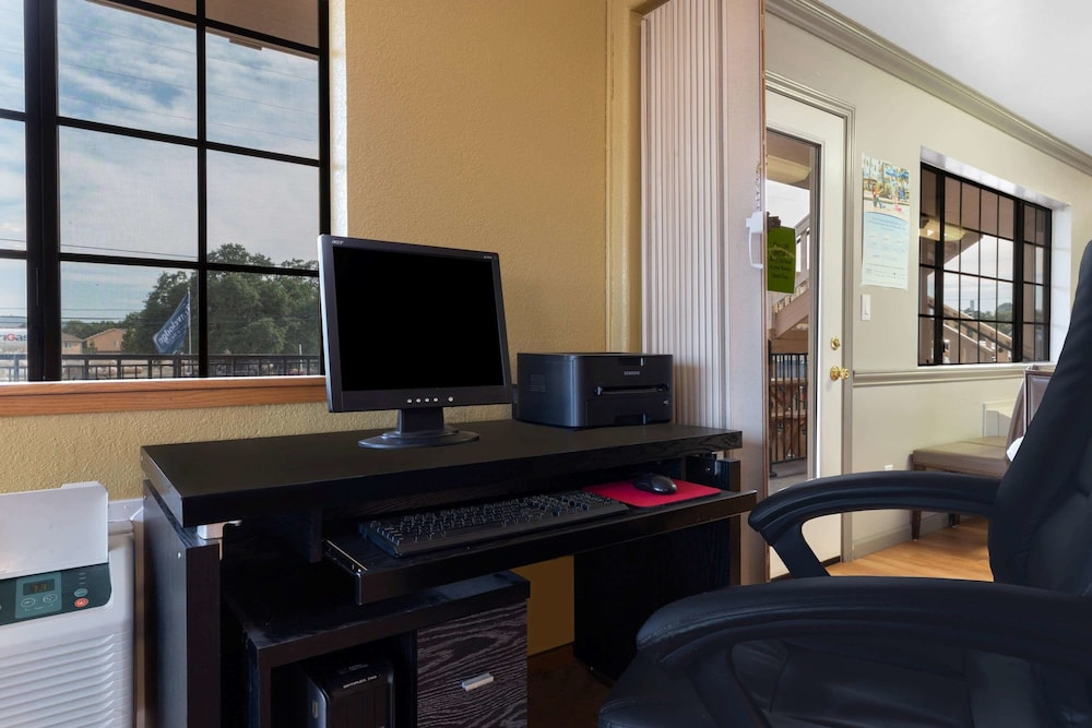 Business Center, Travelodge by Wyndham Angels Camp CA
