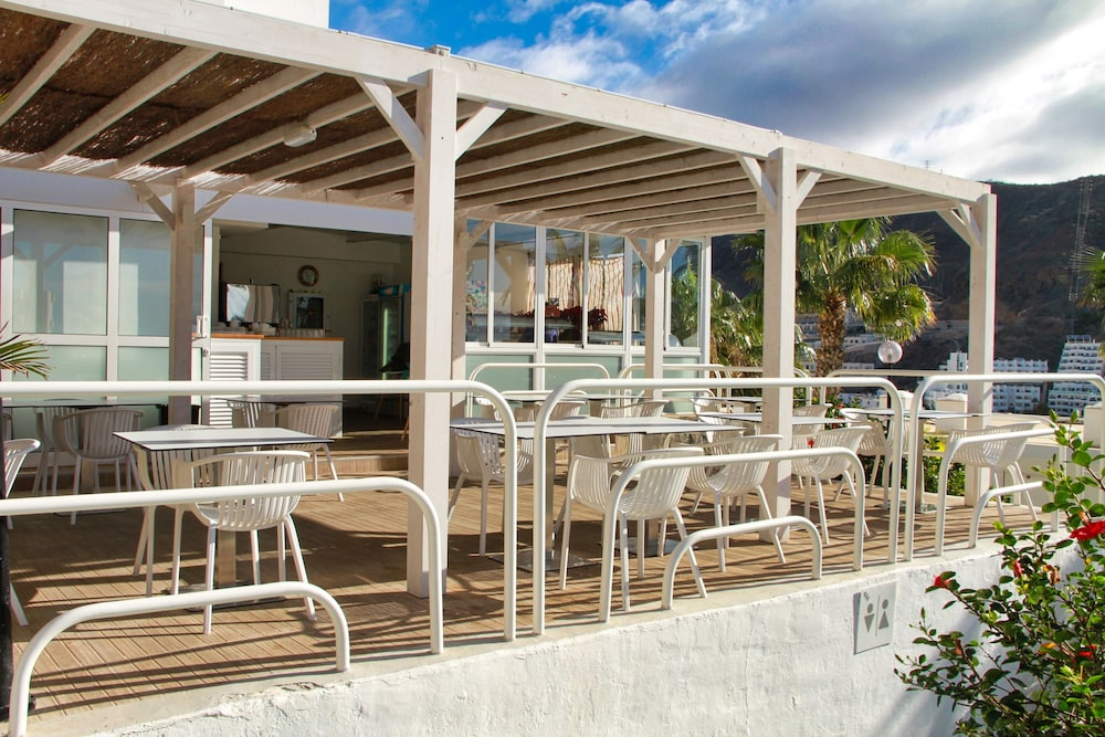 Outdoor Dining, Canaima Apartments - Adults Only