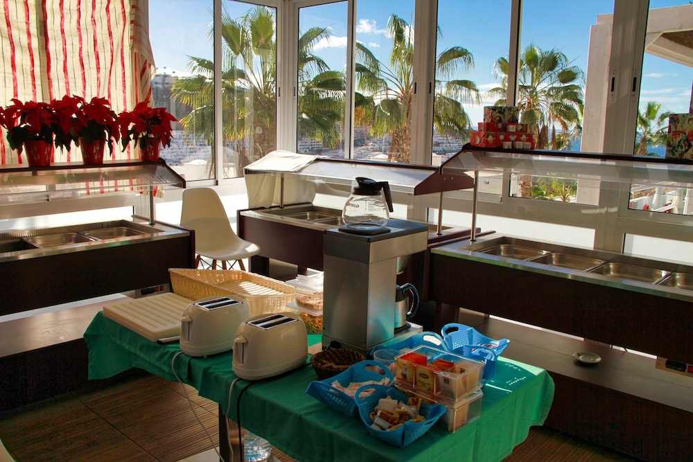 Breakfast Area, Canaima Apartments - Adults Only