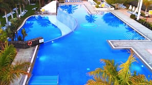4 piscinas al aire libre, sombrillas, tumbonas