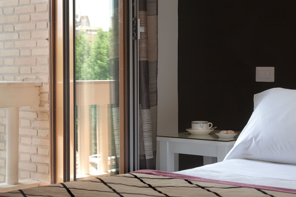 Hotel Clodio Booking