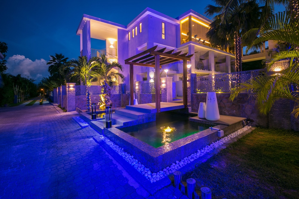 Front of Property - Evening/Night, Le Duc de Praslin