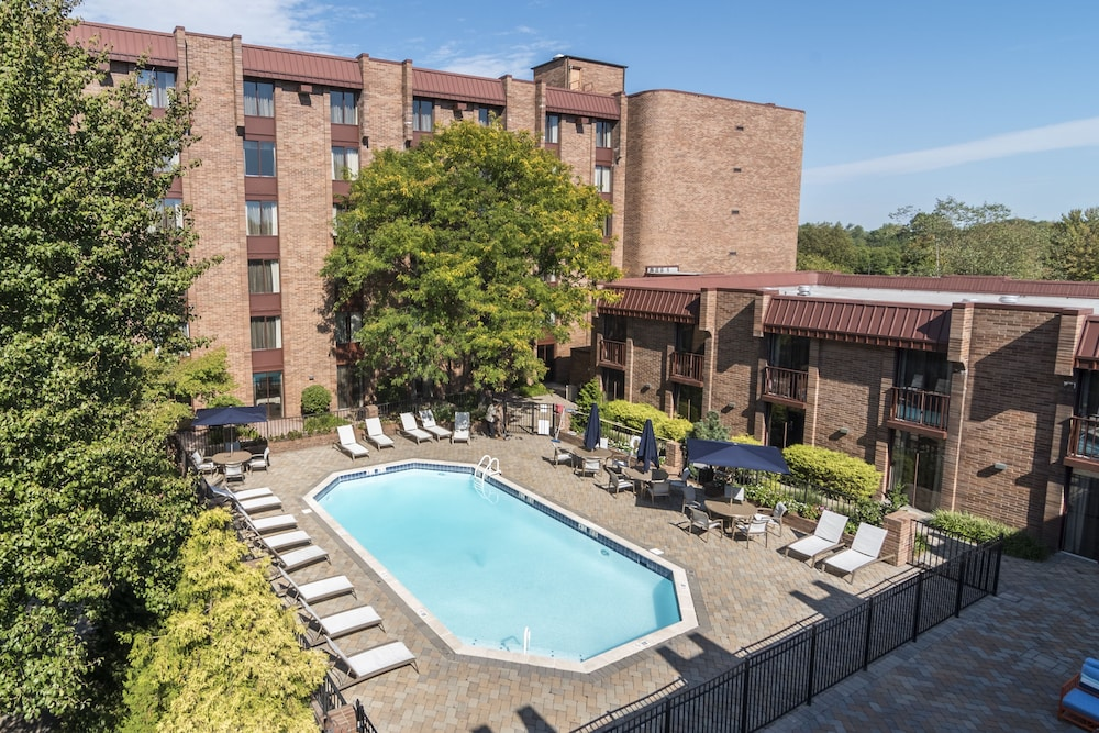 Outdoor Pool, Hampton Inn Parsippany