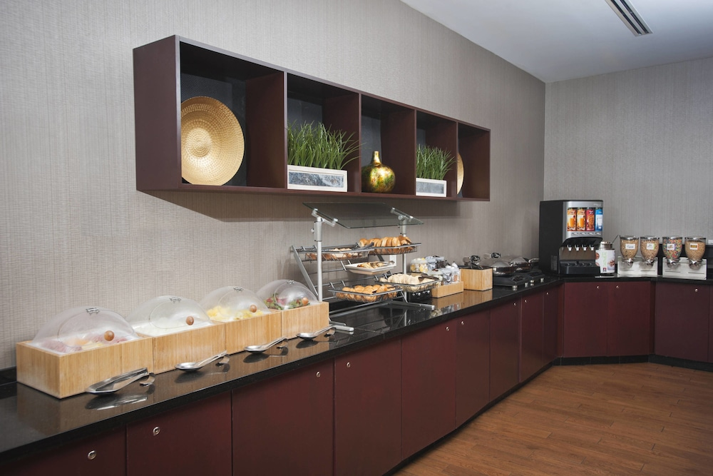 Breakfast Area, SpringHill Suites by Marriott Birmingham Colonnade