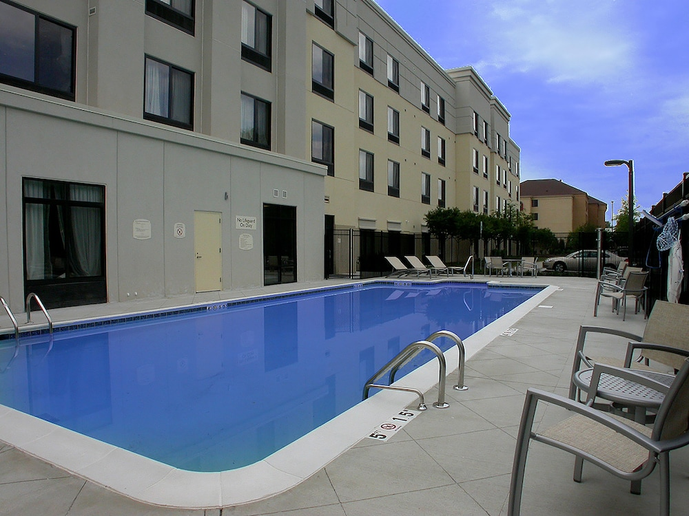 Outdoor Pool, SpringHill Suites by Marriott Birmingham Colonnade