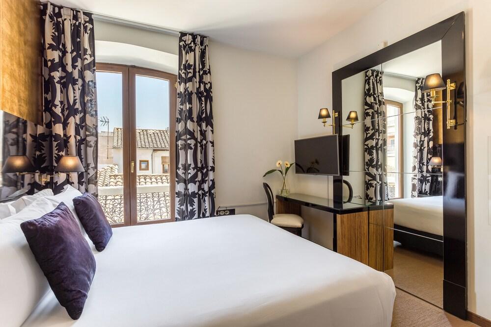 Room Mate Leo Granada
