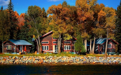Check Expedia for Availability of Riverside Meadows Cabins