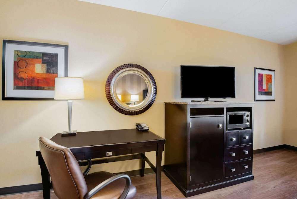 Room, La Quinta Inn & Suites by Wyndham Bel Air/I-95 Exit 77A