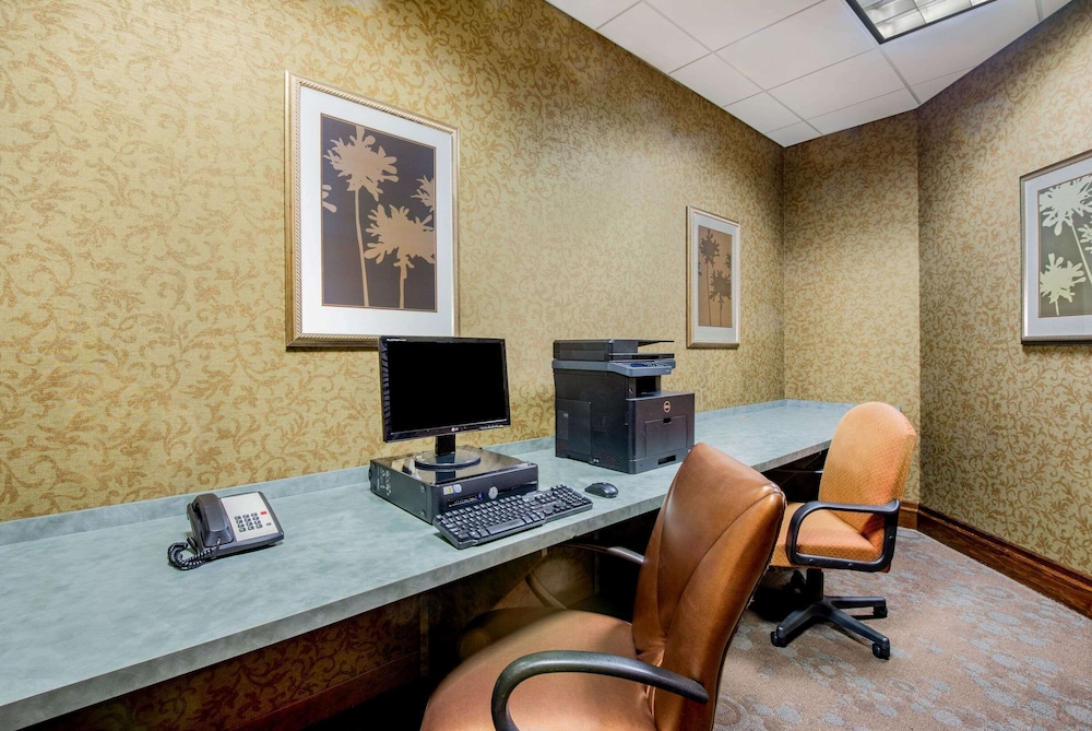 Business Center, La Quinta Inn & Suites by Wyndham Bel Air/I-95 Exit 77A