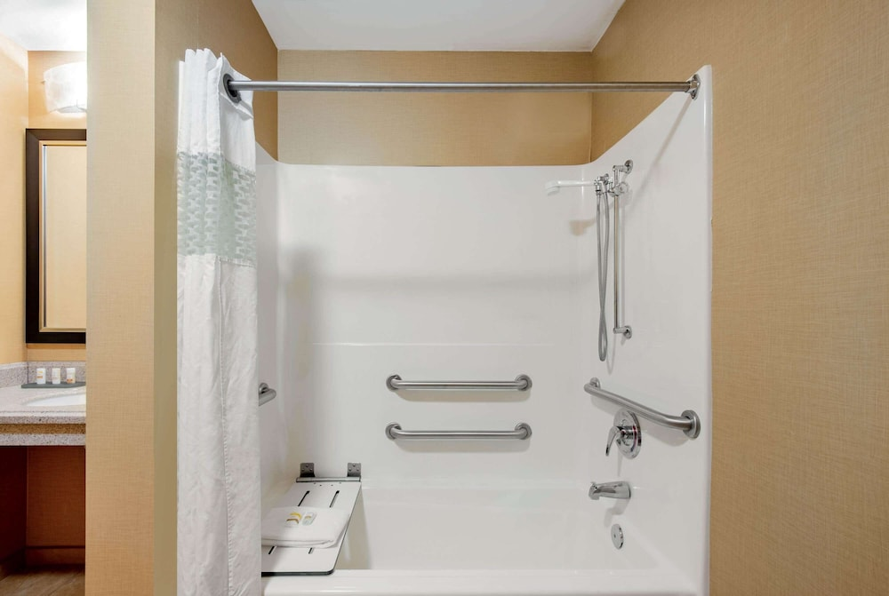 Bathroom Shower, La Quinta Inn & Suites by Wyndham Bel Air/I-95 Exit 77A