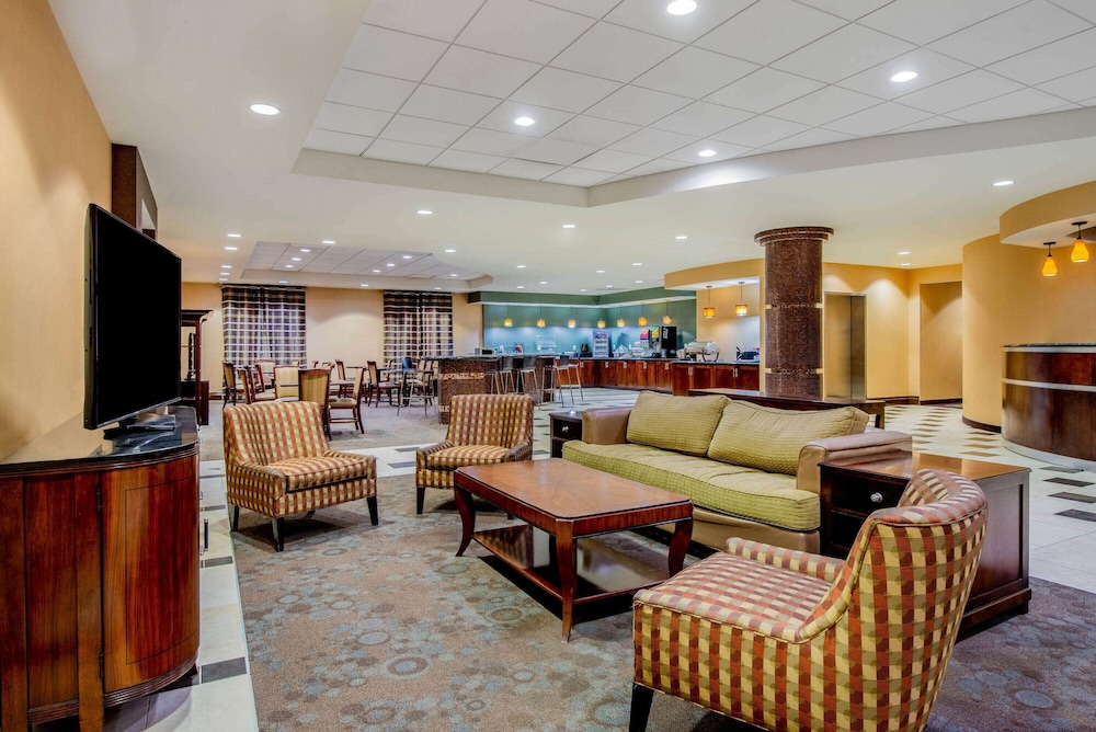 Lobby, La Quinta Inn & Suites by Wyndham Bel Air/I-95 Exit 77A