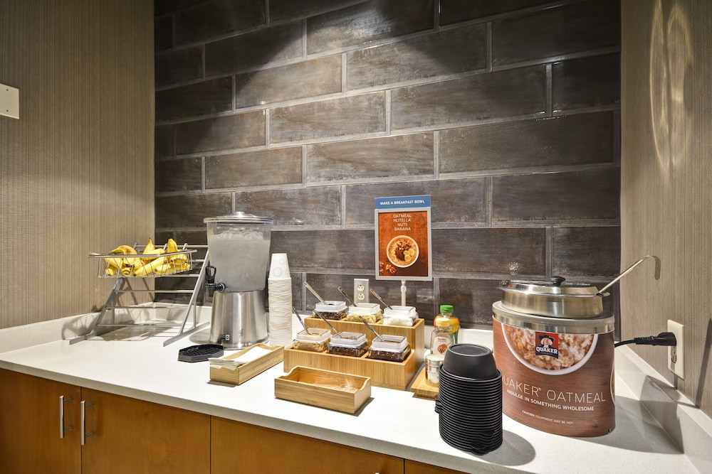Breakfast buffet, SpringHill Suites by Marriott Indianapolis Airport/Plainfield