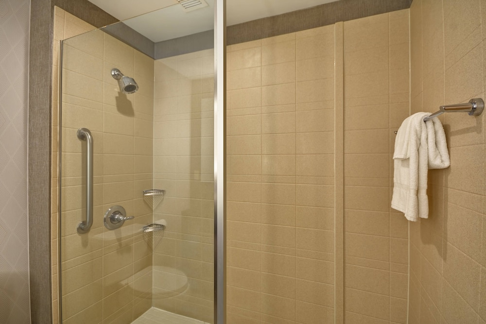 Bathroom, SpringHill Suites by Marriott Indianapolis Airport/Plainfield