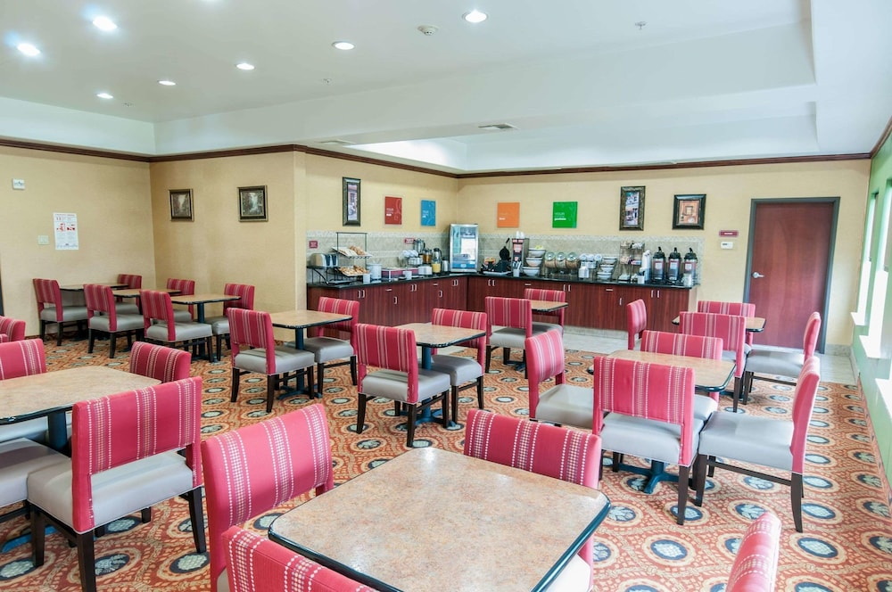 Breakfast Area, Comfort Inn & Suites Texas City
