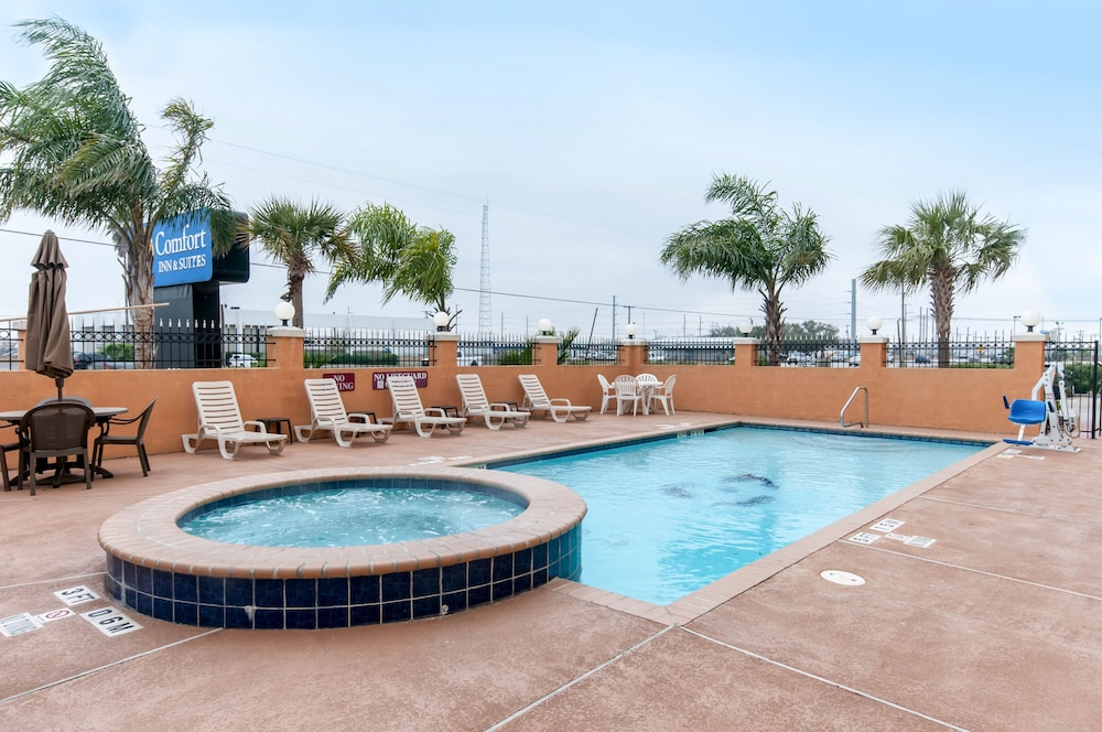 Outdoor Pool, Comfort Inn & Suites Texas City