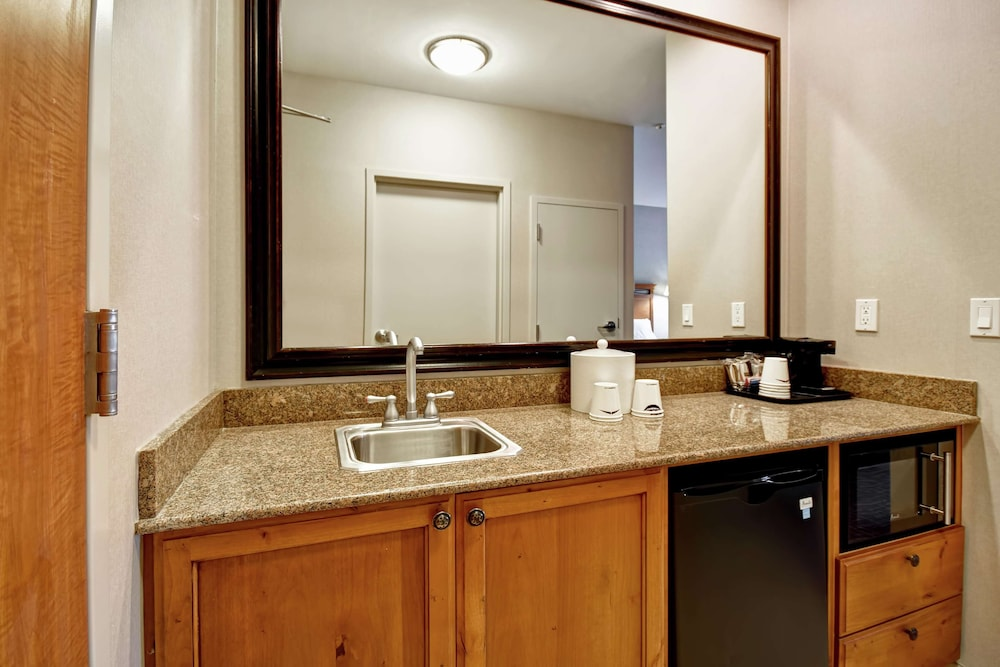 Private Kitchen, Hampton Inn & Suites Salt Lake City-West Jordan