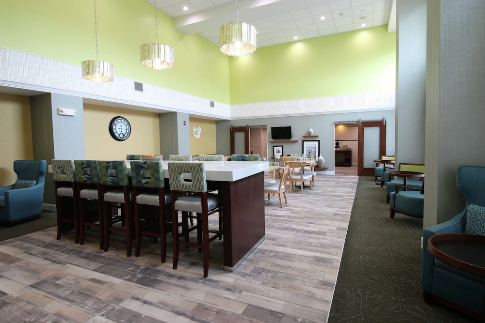 Lobby, Hampton Inn & Suites Palm Coast