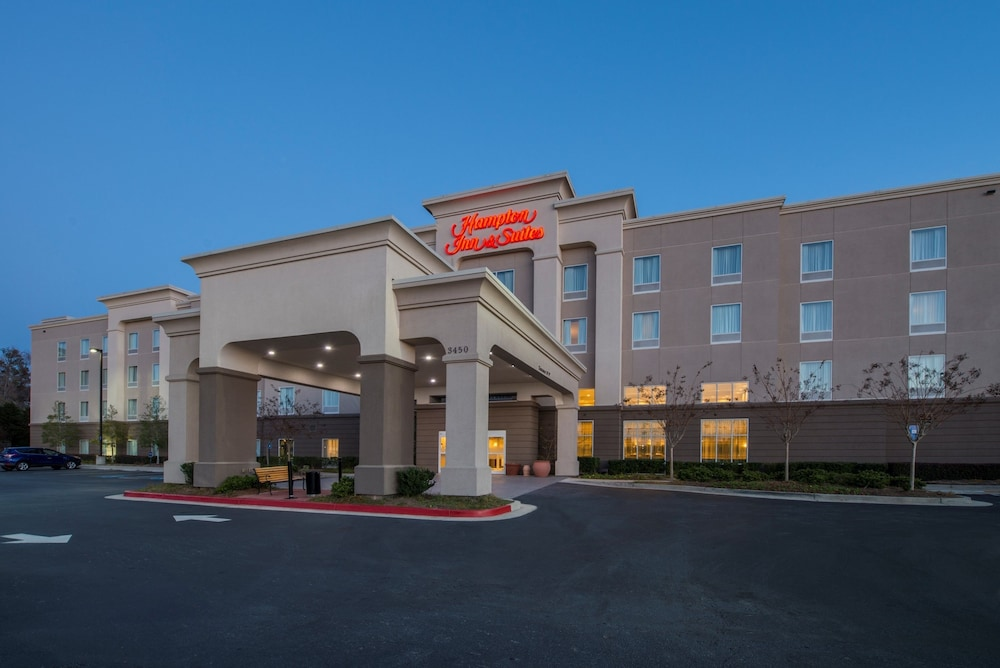 Front of Property - Evening/Night, Hampton Inn & Suites Atlanta Airport West/Camp Creek Pkwy