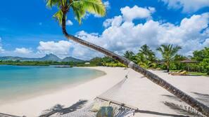 Spiaggia privata, sabbia bianca, navetta per la spiaggia