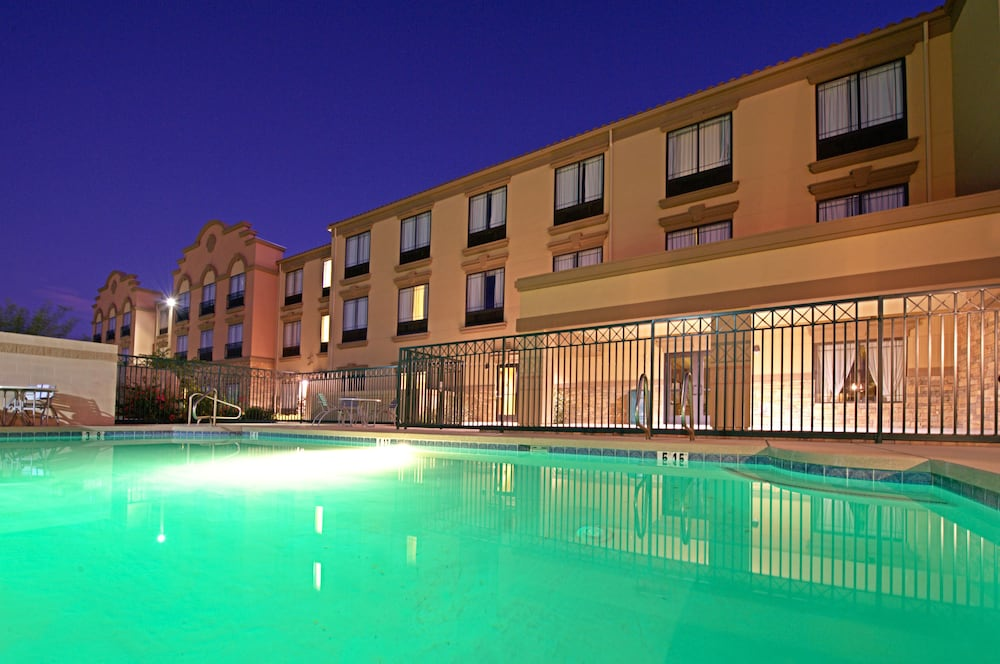 Green tree inn florence az 240 west highway 287 85132 for 5 star hotels in florence with swimming pool