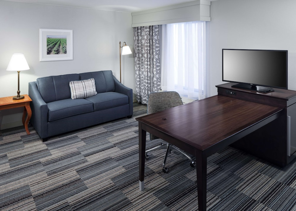 Living Area, Hampton Inn And Suites Tulare