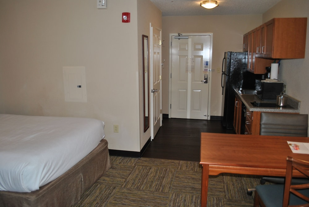 Private Kitchen, Candlewood Suites Colonial Heights Fort Lee