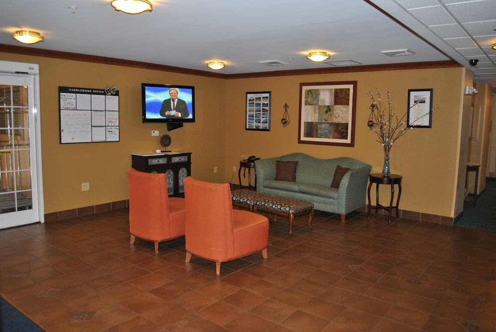 Lobby Sitting Area, Candlewood Suites Colonial Heights Fort Lee