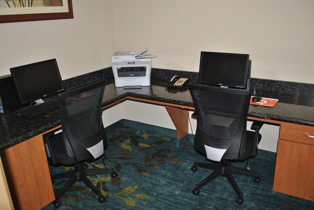 Business Center, Candlewood Suites Colonial Heights Fort Lee