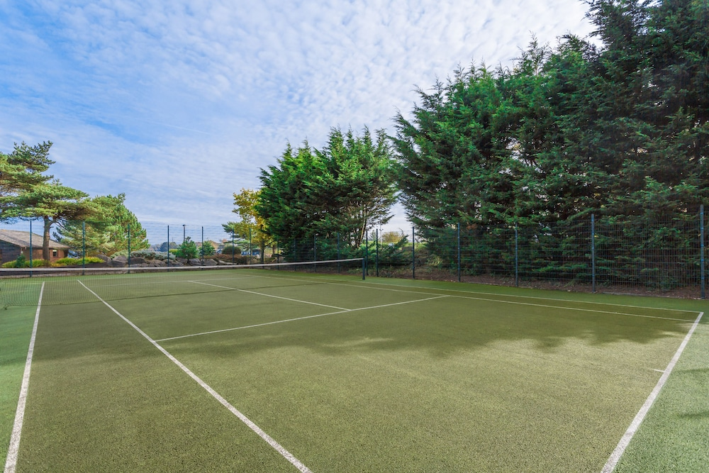 Tennis Court, Pine Lake by Diamond Resorts