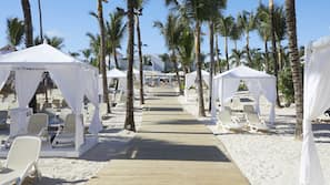 Private beach, white sand, beach umbrellas, beach towels