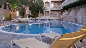 Seasonal outdoor pool, open 8:30 AM to 9:30 PM, pool umbrellas