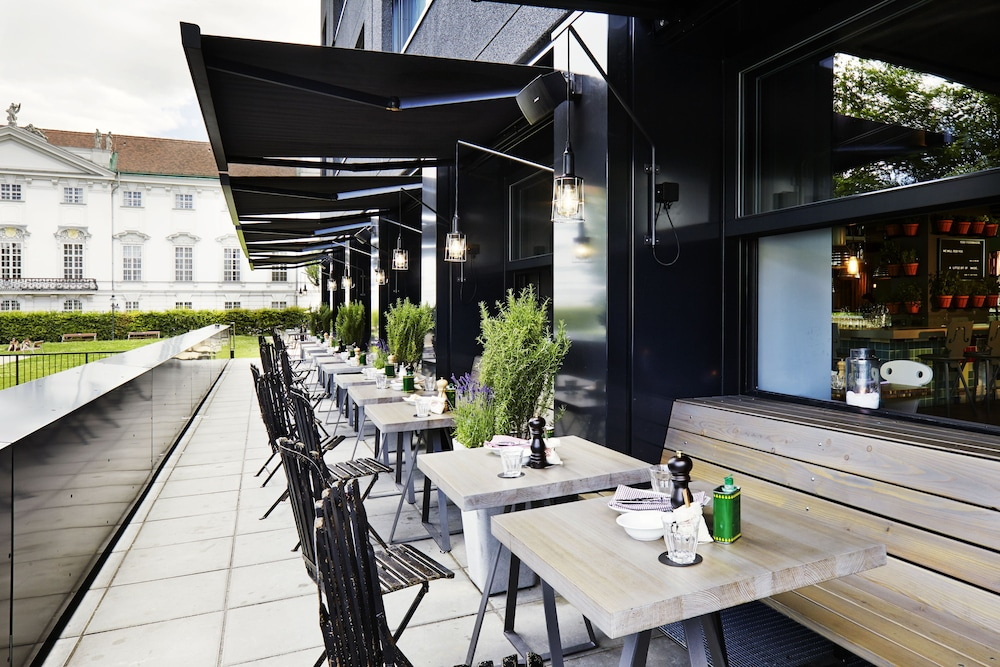 Outdoor Dining, 25hours Hotel at MuseumsQuartier