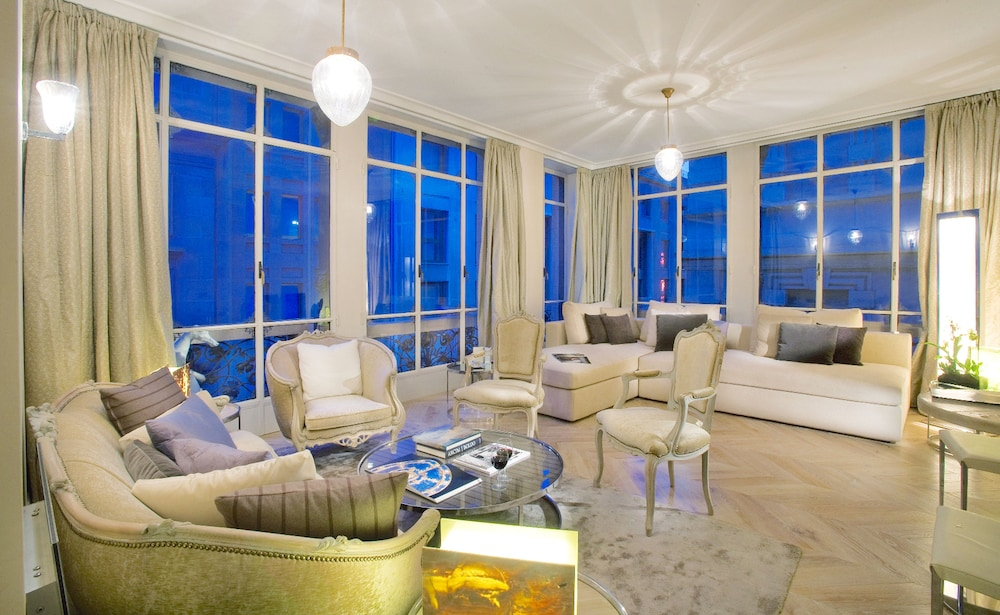 Celebrity Top Suite - Featured Image