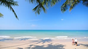 หาดส่วนตัว, ทรายสีขาว, เก้าอี้อาบแดด, ร่มชายหาด